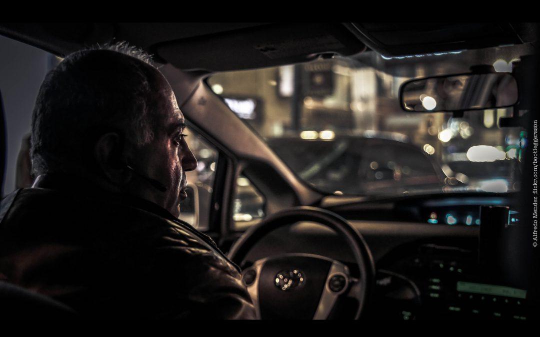 Ciężka praca zawodowych kierowców. Co im grozi?