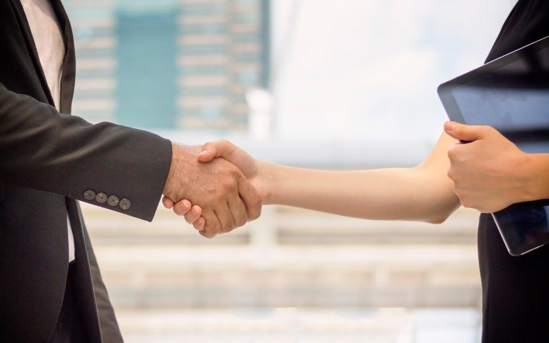 Jak bezpiecznie zawierać umowy