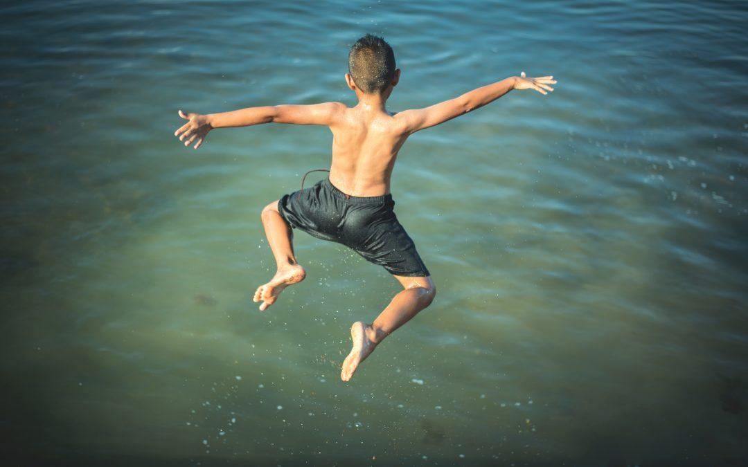 Jak bezpiecznie wypoczywać nad wodą