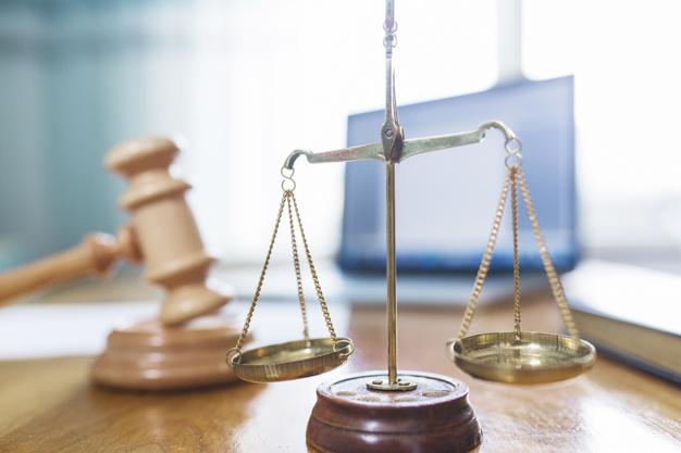 Komu przysługuje prawo do zwolnienia od kosztów sądowych?