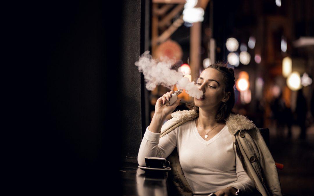 Wzrasta liczba ofiar e-papierosów. Sześć zgonów w USA