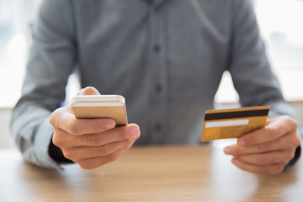 """Fałszywe telefony """"z banku"""" mogą doprowadzić do wyczyszczenia konta"""