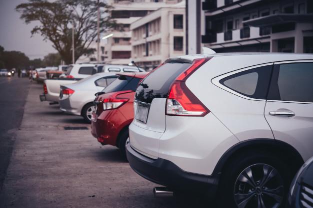 Jak postępować w razie szkody parkingowej