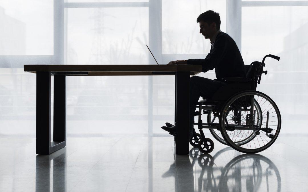 Jakie dodatkowe uprawnienia ma osoba niepełnosprawna w pracy?