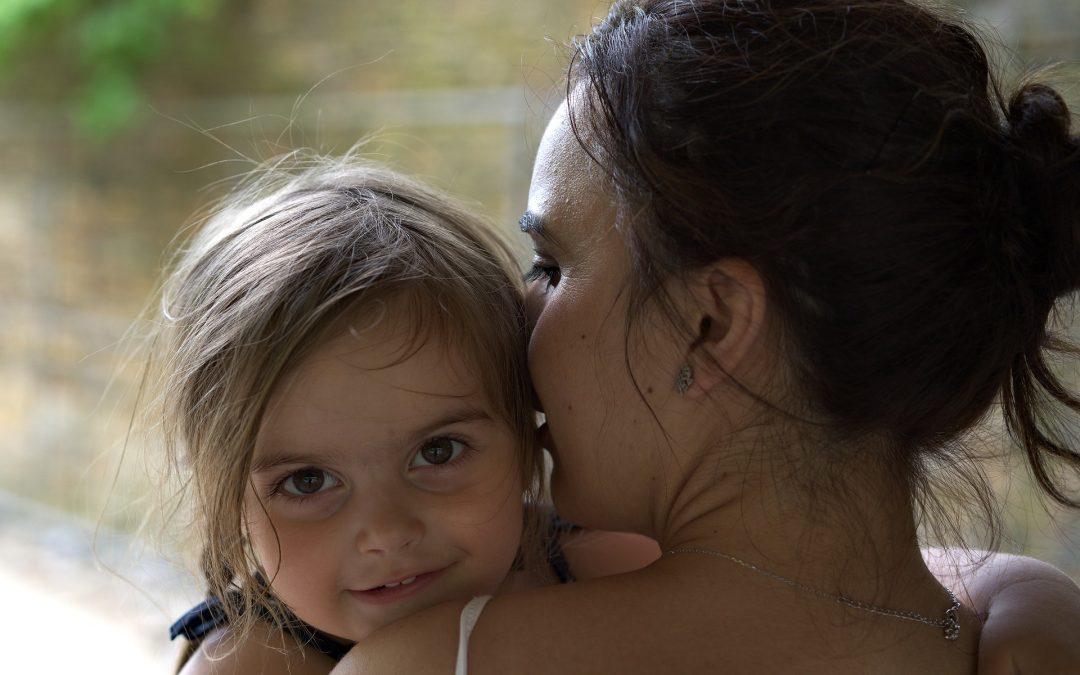 Czego unikać w rozmowie z dziećmi i jak zdrowo budować pozytywną samoocenę