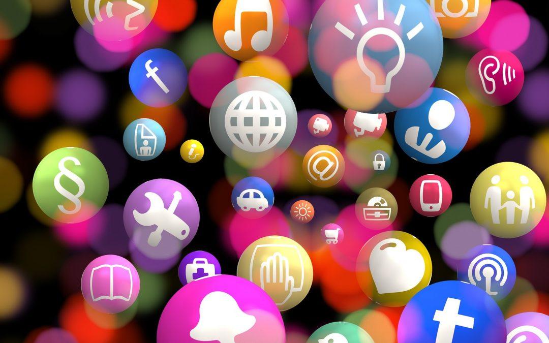 CBOS: Ponad 40 proc. użytkowników portali społecznościowych nie wylogowuje się z sieci