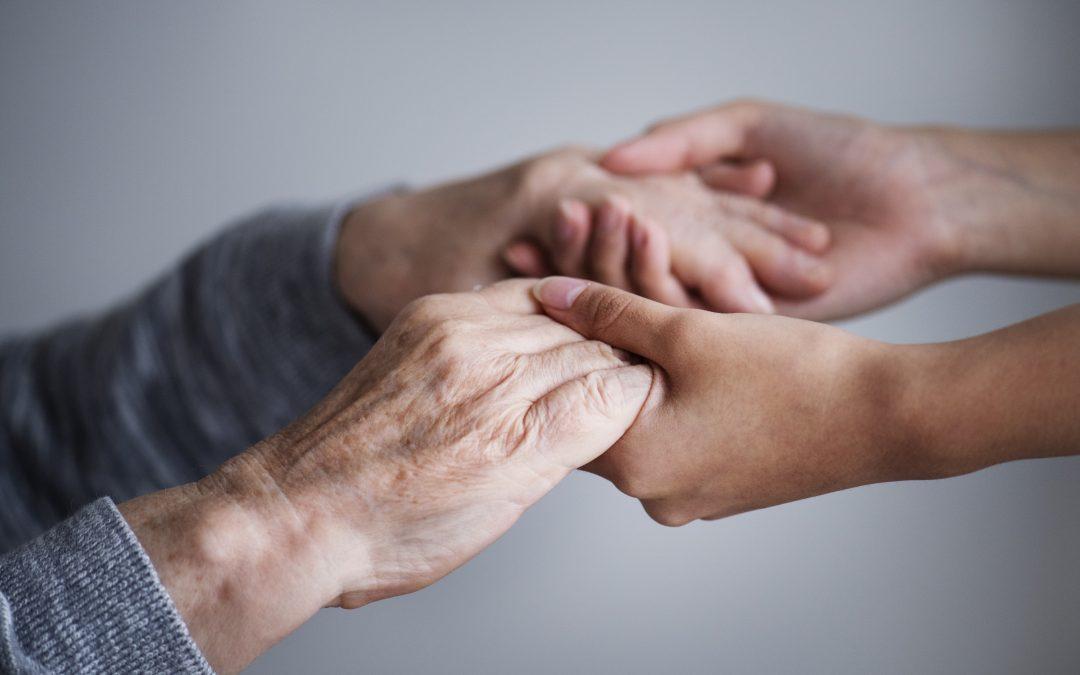 CBOS: Jakiej pomocy potrzebują osoby starsze i kto im jej udziela?