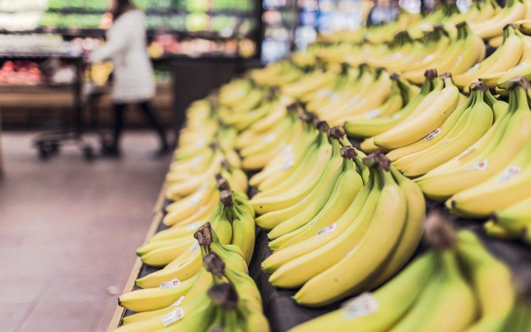 UOKiK: Liczne nieprawidłowości w oznakowaniu supermarketowych owoców i warzyw