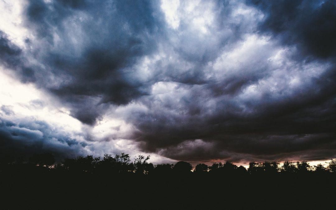 GIS radzi, jak zachować się w czasie burzy
