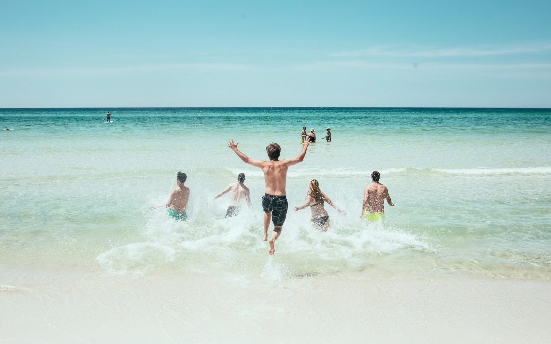 Rzecznik MZ: Ostrożnie z planowaniem wakacji poza granicami Polski