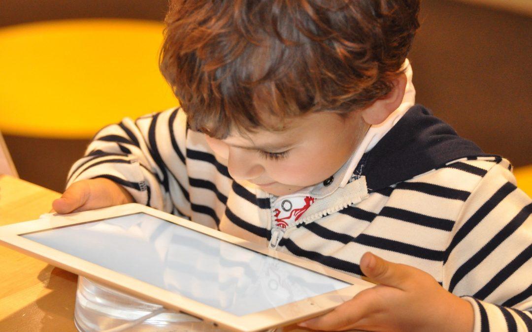 Min. Cyfryzacji: Rozmawiać znaczy rozumieć. Bezpieczeństwo dzieci w internecie