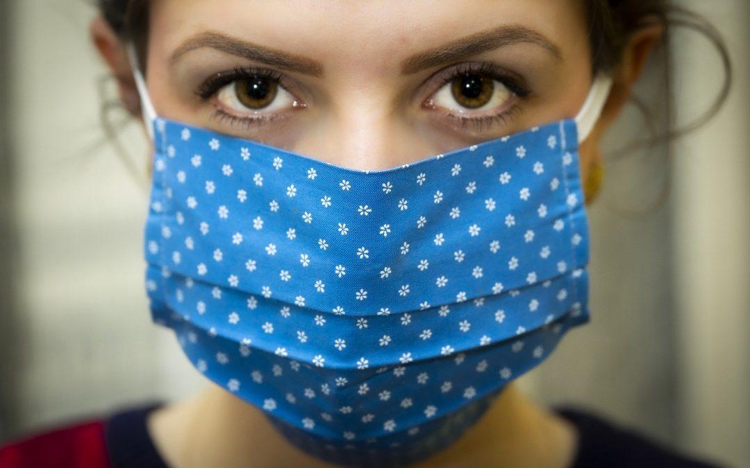 NFZ: Maseczka chroni tylko wtedy, gdy jest właściwie noszona