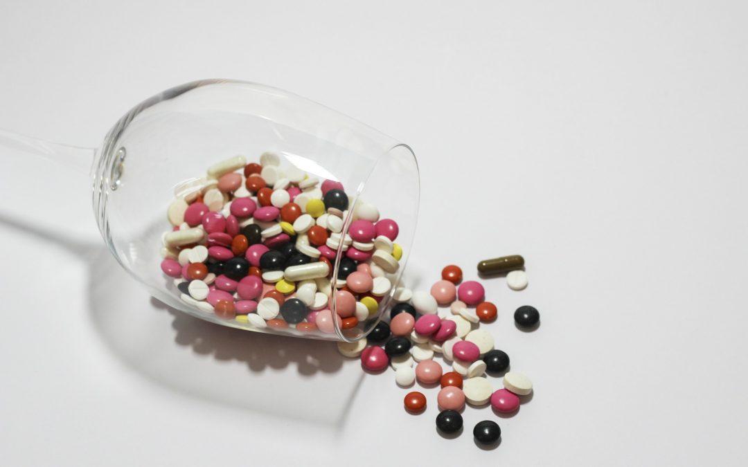 NFZ radzi, jak bezpiecznie zażywać leki