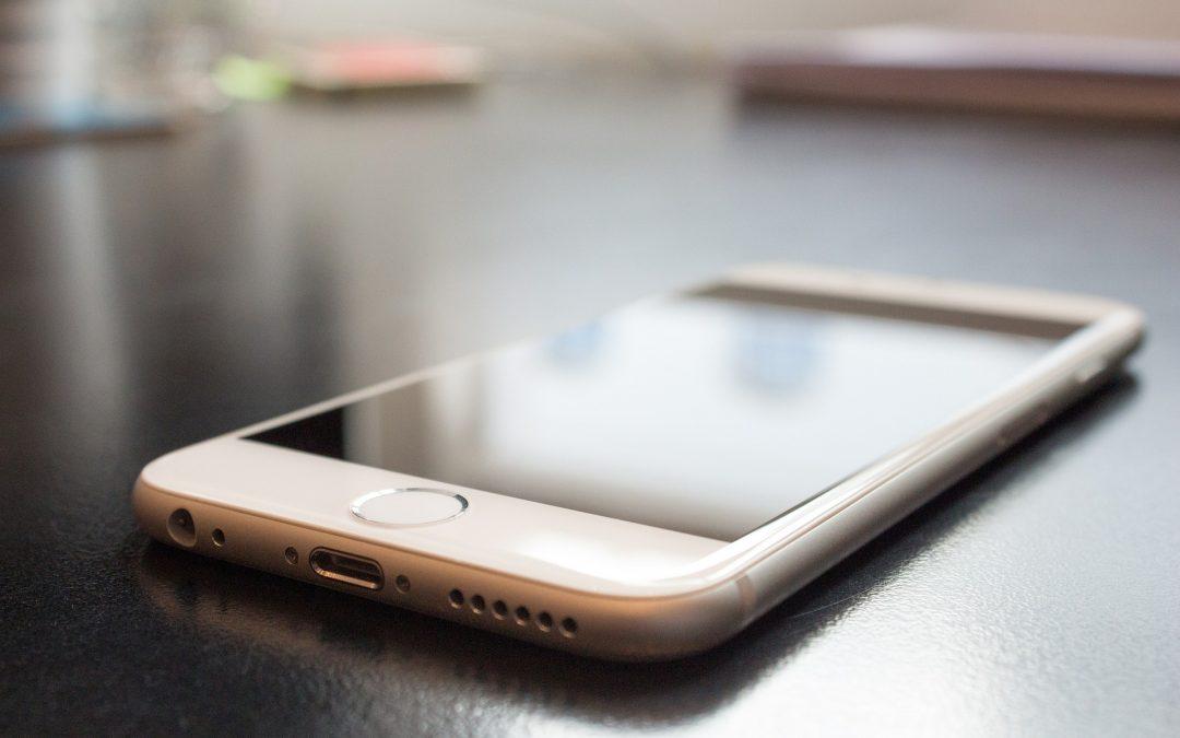 Firma Apple radzi ostrożność  w korzystaniu z telefonów osobom z rozrusznikiem serca